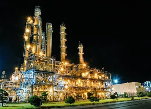 韓国最大の石油化学団地である麗水国家産業団地全景。国内屈指の石油化学企業が入居した麗水産業団地では入居企業の大気汚染物質成績書の改ざんが最近発覚した。成績書改ざんは産業団地全体に広がっている。(写真提供=麗水市庁)