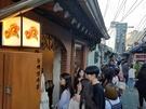 話題のエリア・益善洞(イッソンドン)にある「トンベッ洋菓店」はスフレパンケーキで有名な行列店。