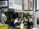 カフェやレストランでは、開放感抜群のテラス席が設けられています。ぽかぽかの日差しが気持ちいいテラス席は、すでに外カフェを楽しむ人でいっぱいです。