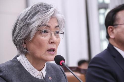 康京和外交部長官が21日午前、国会で行われた南北経済協力特別委全体会議で議員の質問に答えている。