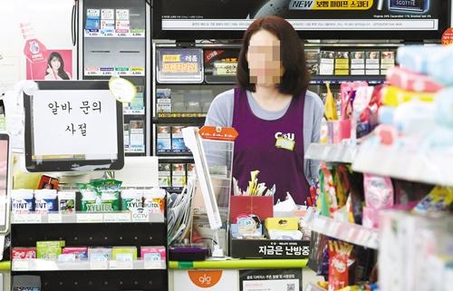 人件費の負担でバイトを減らす店主が増えている。