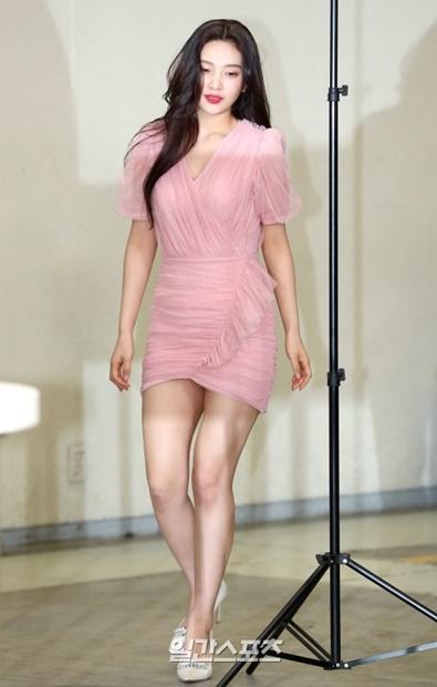 3日午前、ソウル三成洞江南区COEXで行われたオン・スタイル「ゲット・イット・ビューティー2019」記者懇談会に参加しポーズを取るRed Velvetのジョイ。