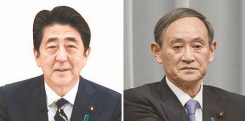 安倍晋三首相(左)、菅義偉官房長官(右)