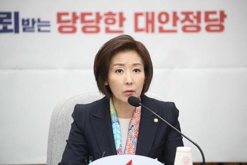自由韓国党の羅卿ウォン(ナ・ギョンウォン)院内代表