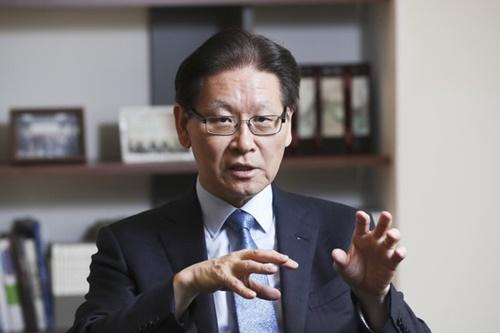 金奉ヒョン(キム・ボンヒョン)済州平和研究院長は16日、「アジアに平和と繁栄の共同体をつくるためには回復弾力的な平和が核心になるべき」と強調した。