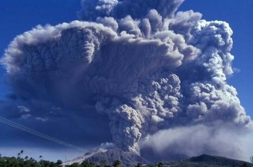 946年に最後の爆発を起こした白頭山は、当時北海道に厚さ5センチの火山灰を降らせるほど爆発力が強かった。最近、白頭山の地面が最高7センチメートルまで膨張するなど再噴火の可能性が提起されている。(写真=中央フォト)