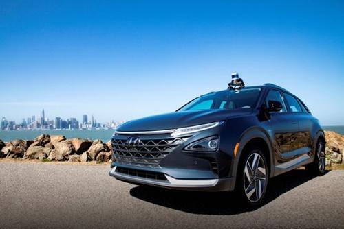 オーロラの先端自動運転システム「オーロラドライバー」が搭載された現代車の燃料電池車NEXO。(写真=現代車)