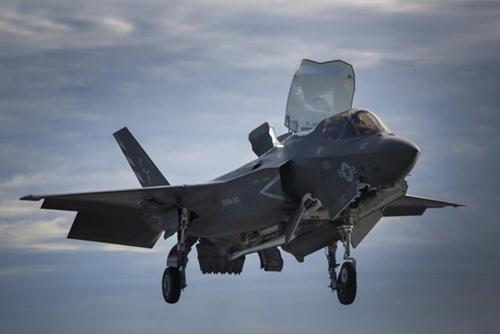 垂直着陸するF-35B。(写真=ロッキード・マーティン)