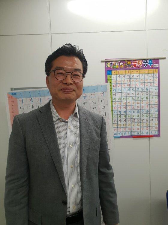 東京の韓国語教室「新大久保語学院」のイ・スンミン院長