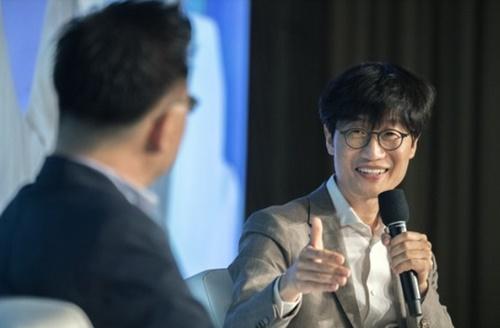 18日、ソウル鍾路区フォーシーズンズホテルで開かれた韓国経営学会・韓国社会学会共同シンポジウムに対談者として参加した李海珍(イ・ヘジン)NAVER創業者兼グローバル投資責任者(GIO)。(写真提供=スタートアップアライアンス)