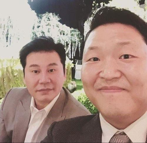 ヤン・ヒョンソク前YGエンターテインメント代表(左)と歌手PSY(写真=PSYのインスタグラム)