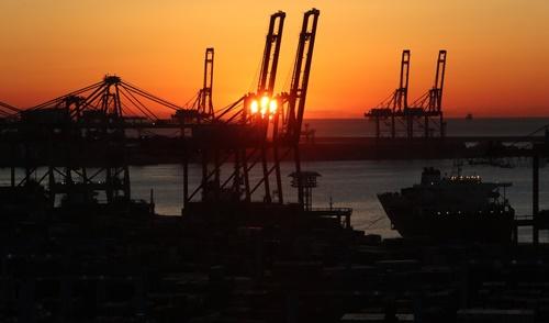 5月の輸出・輸入が同時に減少し、貿易条件指数は18カ月連続で下落した。
