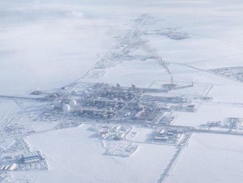 ロシア最大液化天然ガス(LNG)事業者のノバテクがヤマル半島に建設した最初の北極LNG生産基地「ヤマル基地」。ノバテクは後続事業の北極-2LNG基地を2020年から着工する計画と明らかにした。(写真ノバテク)