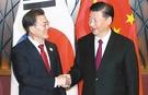 韓国の文在寅大統領(左)と中国の習近平国家主席