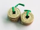 現金をコインに交換後、市場内で好きなおかずをコインで購入し、お弁当にするユニークなスタイル。コインは1つ500ウォン相当。