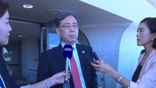 青瓦台の金鉉宗(キム・ヒョンジョン)国家安保室第2次長が10日、ワシントン・ダレス国際空港に到着し、「ホワイトハウスと上下院の関係者と会って日本の半導体輸出規制問題について議論する」と述べた。