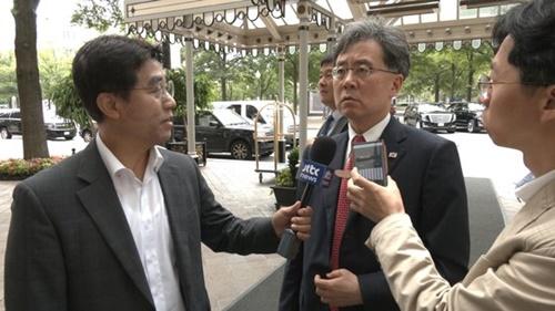 青瓦台の金鉉宗(キム・ヒョンジョン)国家安保室第2次長が11日(現地時間)、米ワシントンで中央日報の取材陣に対し、前日のホワイトハウスおよび議会訪問の結果について説明している。