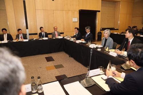 韓国外交部の康京和長官が14日(現地時間)、南アフリカ・ヨハネスブルクでアフリカ地域公館長会議を主宰している。(写真提供=外交部)