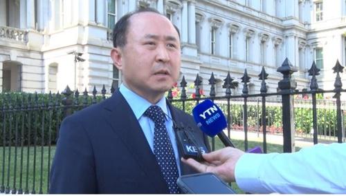 韓国外交部の尹ガン鉉・経済外交調整官が12日、ホワイトハウスの前で「米国側が我々の問題意識に対して完ぺきに共感している」とし「仲裁は米国が今すぐ立場を表する状況ではない」と話した。