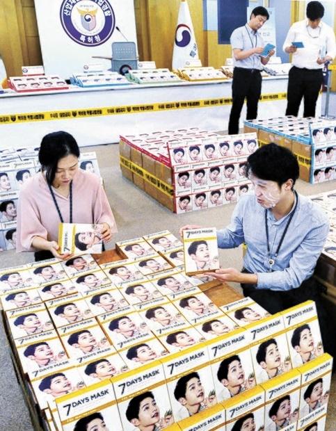 俳優ソン・ジュンギがモデルを務めている「7DAYSマスクパック」を偽造して低価格で流通していた韓国の業者が18日、特許庁産業財産特別司法警察に検挙された。