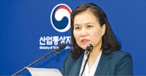 韓国産業通商資源部の兪明希・通商交渉本部長が29日、政府世宗(セジョン)庁舎で日本輸出規制に関連した会見を行っている。[写真 産業通商資源部]