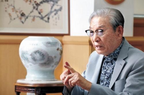 三栄化学グループの李鍾煥名誉会長が先月30日、ソウル恵化洞の「冠廷李鍾煥教育財団」の事務室で「日本を知って勝つ方法」について話している。1923年生まれの李会長は4年後に100歳を迎える。 ウ・サンジョ記者