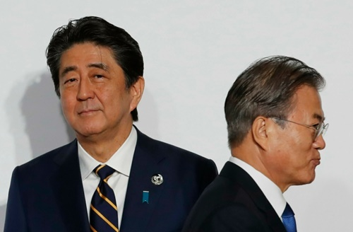 安倍晋三首相と文在寅(ムン・ジェイン)大統領