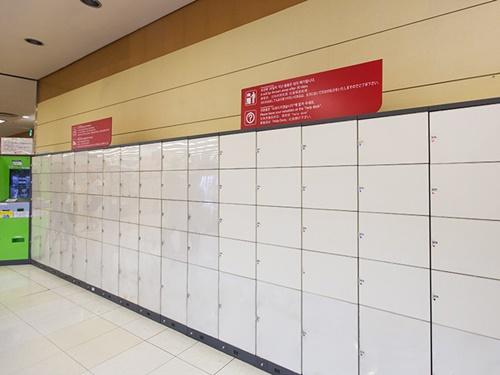 ロッカー数が多いのは、ソウル駅直結の「ロッテマート ソウル駅店」内のコインロッカー。手荷物を一時保管してショッピングできるので、使い勝手抜群です。