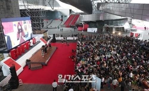 韓国を越えてアジア最大の映画祭に選ばれる釜山(プサン)国際映画祭(BIFF)が10月3日、第24回開幕を確定して成功的な進行のための最後の作業に入った。