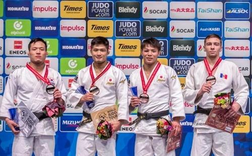 金琳煥(キム・イムファン、左)が2019東京世界選手権で銀メダルを獲得した。[写真 大韓柔道会]