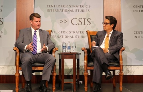 ランドール・シュライバー米国防次官補が28日、米戦略国際問題研究所(CSIS)のビクター・チャ韓国碩座と韓日米3カ国の防衛協力を主題にした対談で「韓国政府のGSOMIA復帰が米政府の明確な立場」と話した。[チョン・ヒョシク特派員]