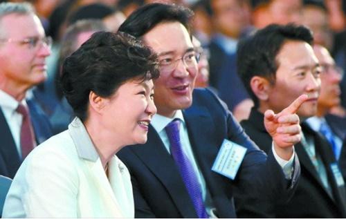 朴槿恵(パク・クネ)前大統領と李在鎔(イ・ジェヨン)サムスン電子副会長