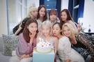 「輝く友情」ティファニーの誕生日に集まった少女時代完全体