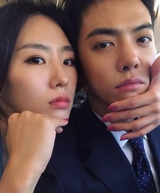 歌手カンナム(右)と元女子スピードスケート韓国国家代表の李相花[インスタグラム キャプチャー]