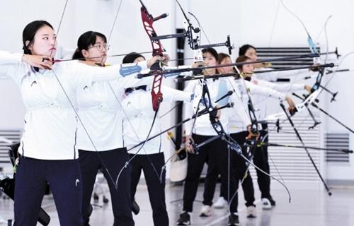 先月6日、忠清北道鎮川(ジンチョン)選手村で練習中の韓国女子アーチェリー代表チーム。