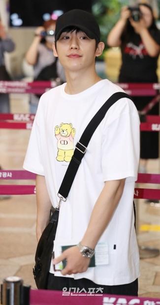 日本でのファンミーティングのため12日午後、金浦国際空港から日本に向けて出国中の俳優チョン・ヘイン