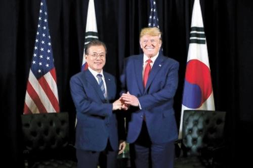 文在寅大統領とトランプ大統領が23日(現地時間)、米ニューヨークのインターコンチネンタルバークレーホテルで9回目の韓米首脳会談をした。 [青瓦台写真記者団]