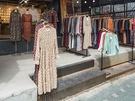 益善洞(イクソンドン)の雰囲気にぴったりなレトロで可愛いファッションショップには、秋に向けて長袖や落ち着いた色合いの洋服が増えてきました。