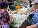 目前に控えた秋夕の買出しに訪れる人々で、「望遠(マンウォン)市場」はさらなる賑わいを見せています。