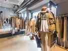 2階のファッションのフロアでは新生ブランドが多く入店し、オリジナリティ溢れるデザインの服や小物を見つけることができます。