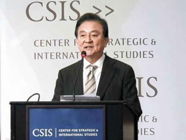 中央ホールディングスの洪錫ヒョン会長が先月30日、米国ワシントンで開催された「中央日報-CSISフォーラム2019」で開会の辞を述べている。パク・ヒョニョン記者