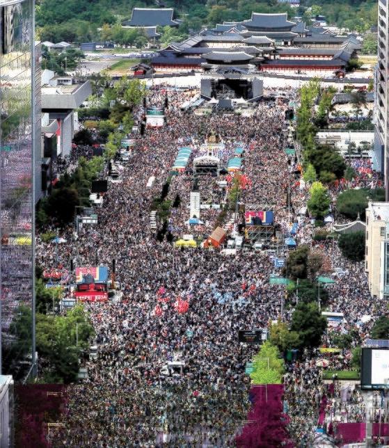 3日、ソウル光化門広場で開かれたチョ・グク長官の辞退を要求する集会