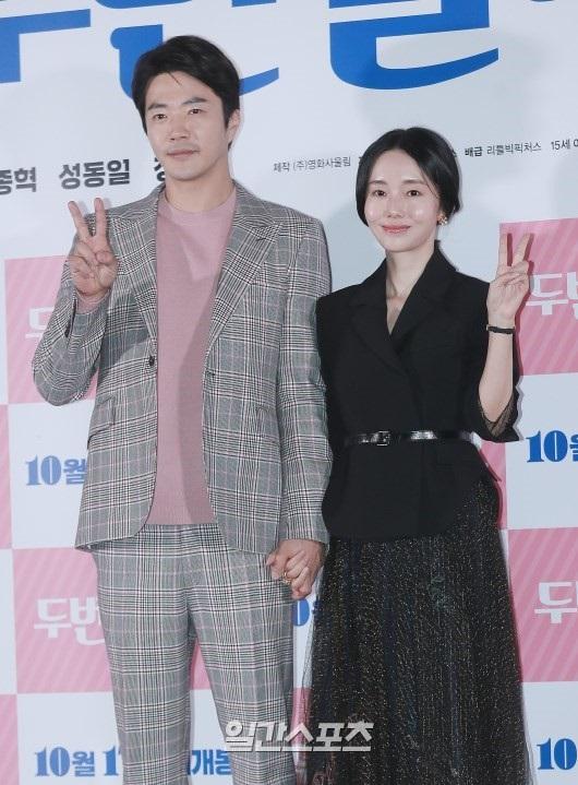 8日午後、ソウル龍山CGVで開かれた映画『二度しましょうか』のマスコミ試写会に登場した俳優クォン・サンウ(左)と女優イ・ジョンヒョン。
