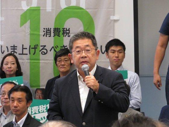 先月12日、日本の国会で「消費税増税ストップ」集会に参加した小池晃・日本共産党書記局長が立ち上がって発言している。[写真 ツイッターキャプチャー]