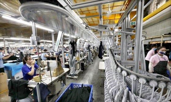 ベトナム・ホーチミン付近にある韓国中小企業ウヤン通商の自動化工場 [中央フォト]