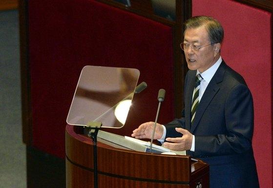 文在寅大統領が22日、国会本会議場で2020年度予算案の施政演説を行っている。ビョン・ソング記者