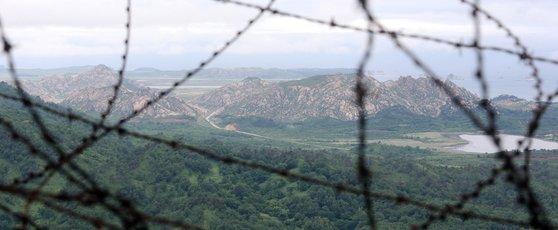 江原道高城のある陸軍哨所から眺めた金剛山の海金剛。(写真=中央フォト)