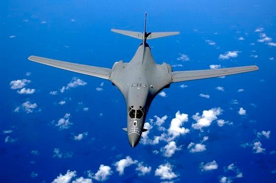 太平洋上空を飛行するB-1Bランサー。この爆撃機は核攻撃をできないが、米軍の戦略資産に挙げられる。[写真 米空軍]