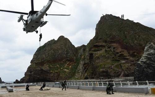 韓国海軍と海兵隊が2018年6月、独島防御訓練を実施している。[写真 韓国海軍]