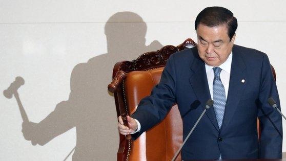 文喜相国会議長が29日午前、国会本会議場で開会宣言している。 ビョン・ソング記者